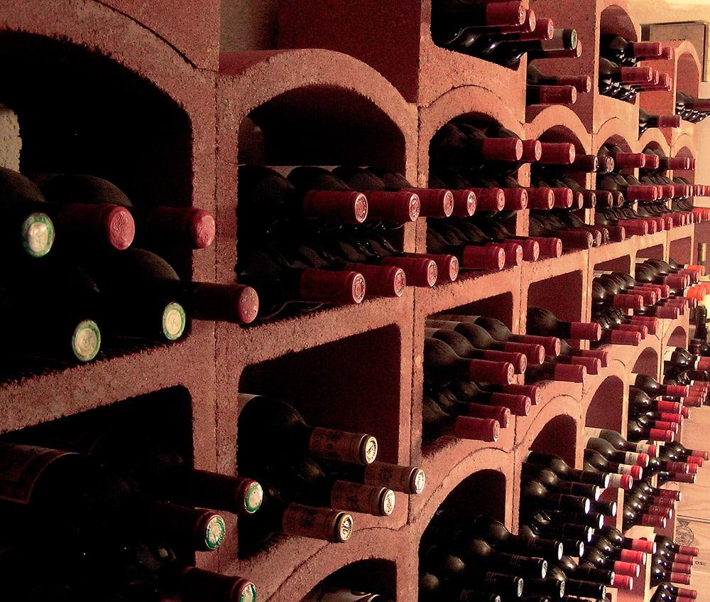 casier a bouteille de vin terre rouge
