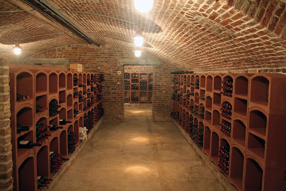 exemples d 39 am nagements de cave vin le bloc cellier. Black Bedroom Furniture Sets. Home Design Ideas
